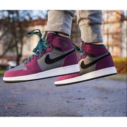 Air-Jordan-1-Retro-High-Gg-Mulberry-Aj1-Black-And-Yellow-Air-Jordan-1-Retro-Mulberry-AJ1-black-and-purple-womens-models-332148