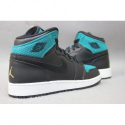 Air-Jordan-1-Retro-High-Premium-Mica-Green-Air-Jordan-1-Retro-High-Gg-Black-Ghost-Green-Air-Jordan-1-RETRO-HIGH-GS-Couple-AJ1-B